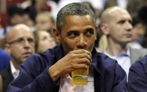 Obama cerveza NBA juego tomar estadio