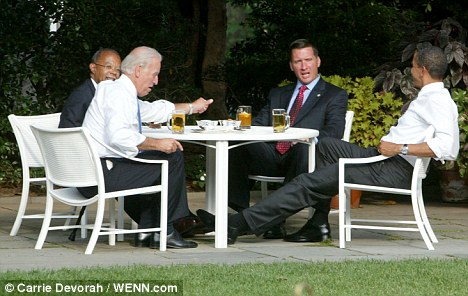 Obama Joe Biden Crowely cerveza desayuno
