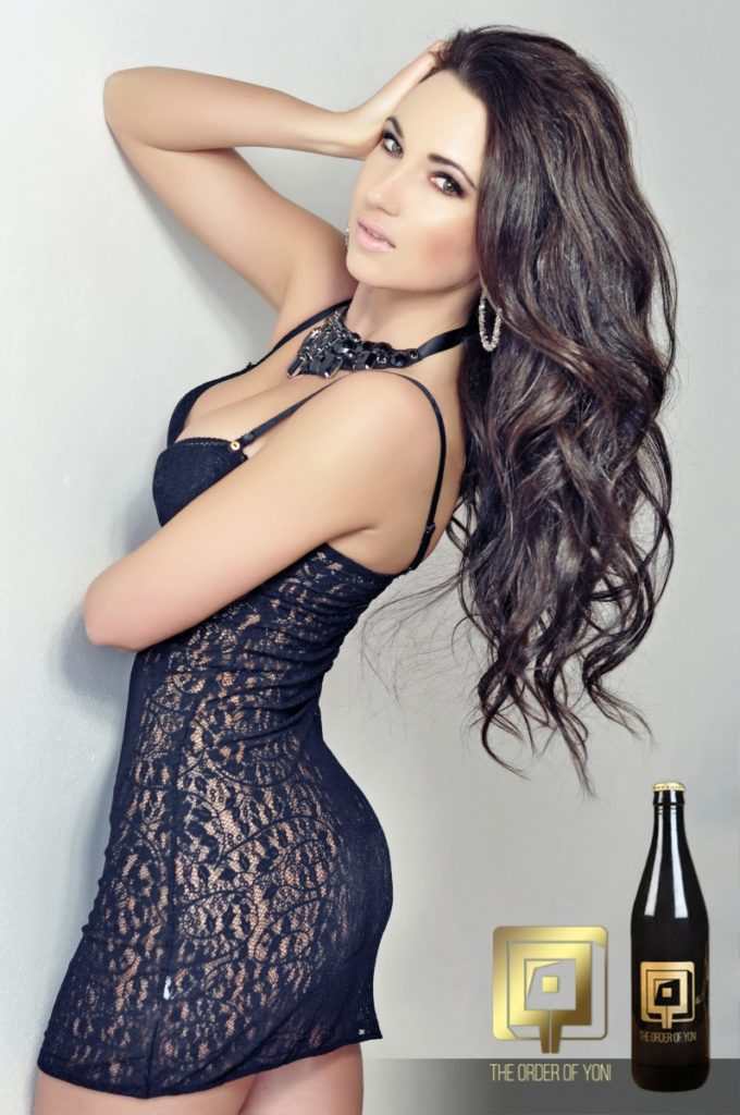 Alexandra Brendlova vagina beer cerveza vaginal lactobacilo botella The Order Of Yoni La Orden de Yoni modelo sensual sexy