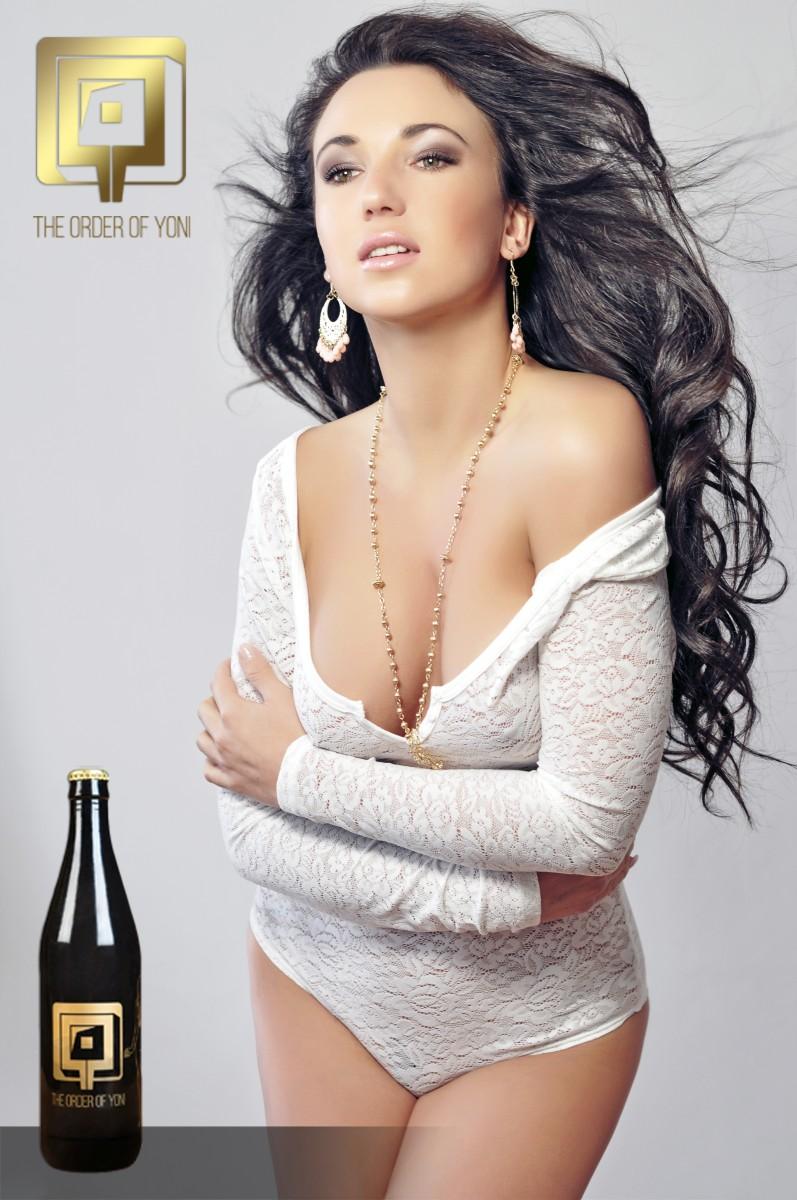 Alexandra Brendlova vagina beer cerveza vaginal lactobacilo botella The Order Of Yoni La Orden de Yoni modelo