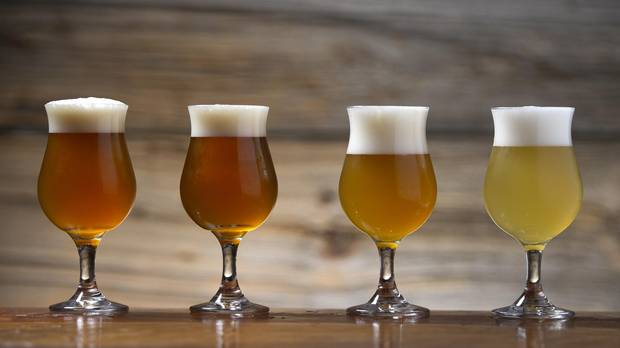 Copas snifter cerveza amarillo dorado ámbar paja comparación colores srm ebc lovibond apreciación espuma cerveza cervezálogo