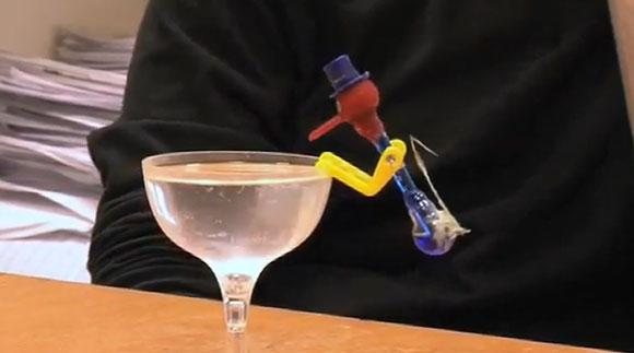 drinking bird pájaro que bebe movimiento perpetuo ciencia física cerveza