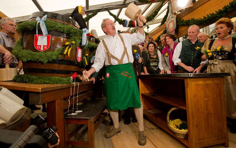 Alcalde múnich oktoberfest inauguración inaugural cerveza cheve