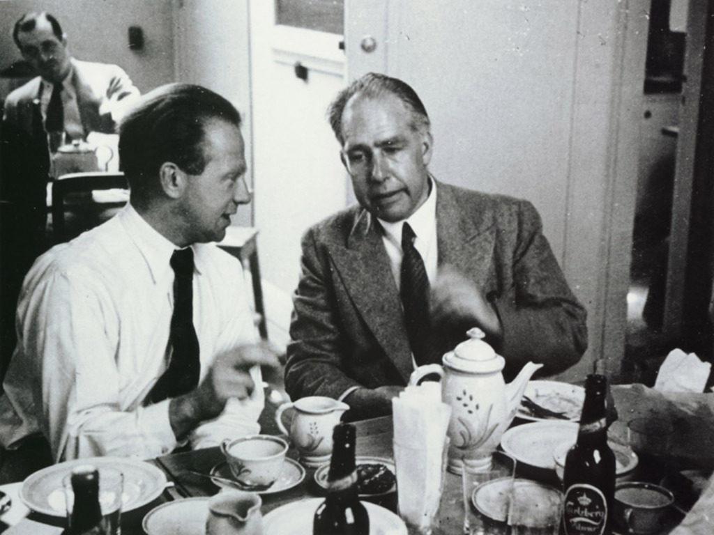 Niels Bohr Carlsberg Heinsenberg dinner conversation platicando discutiendo cheve cerveza cena discusión